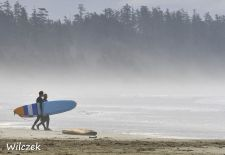 Vancouver Island - Pacific Rim, Surfer am Long Beach.JPG