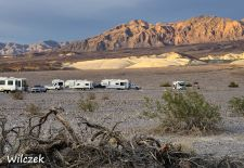Death Valley - Wohnmobile auf dem Furnace Creek Campground.JPG